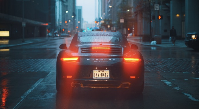 PORCHE CAR ON STREET DESKTOP